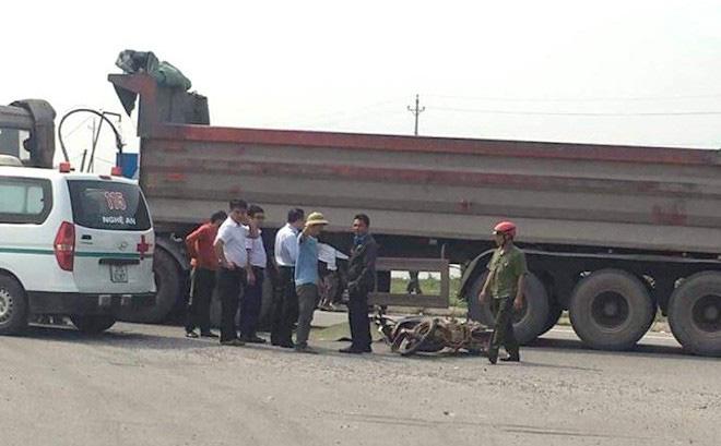 Va chạm với xe tải, thai phụ và cùng con trai 3 tuổi tử vong thương tâm dưới bánh xe 1