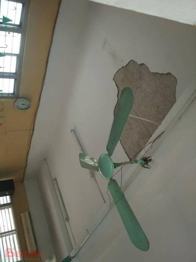 Sập trần trường THPT Trần Nhân Tông, 3 học sinh bị thương 1