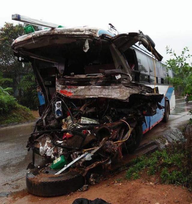 Tai nạn nghiêm trọng: Xe khách tông xe tải, 3 người tử vong, nhiều người bị thương 1