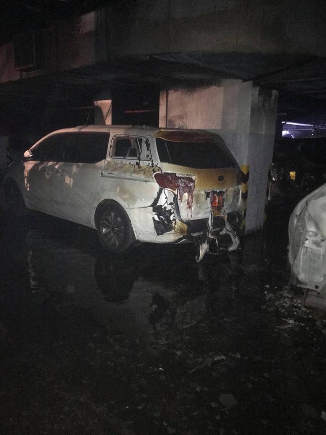 Vụ cháy chung cư khiến 13 người chết: Hàng trăm xe máy, ô tô bị thiêu rụi 4