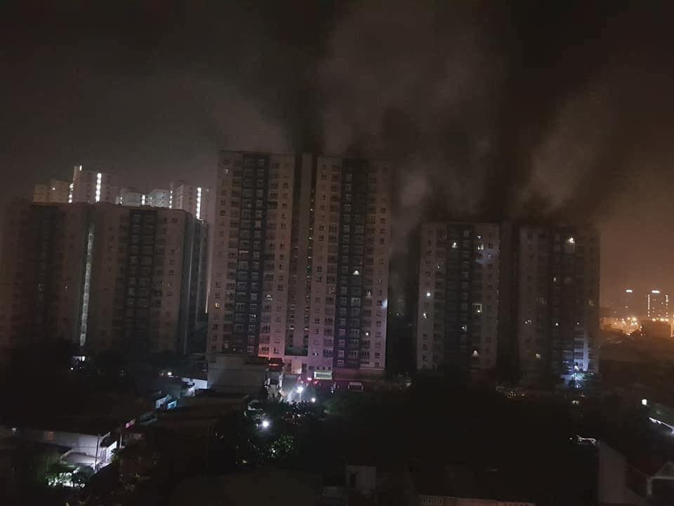 Vụ cháy chung cư khiến 13 người chết: Hàng trăm xe máy, ô tô bị thiêu rụi 1