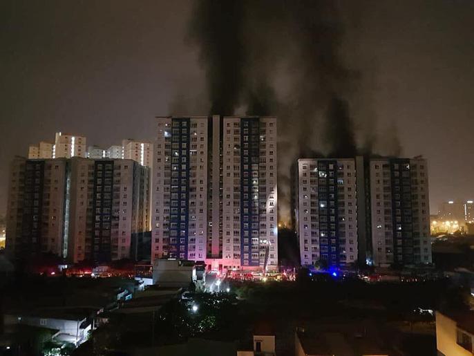 Vụ cháy chung cư kinh hoàng 13 người chết: Rơi nước mắt lời kể của nhân chứng 1
