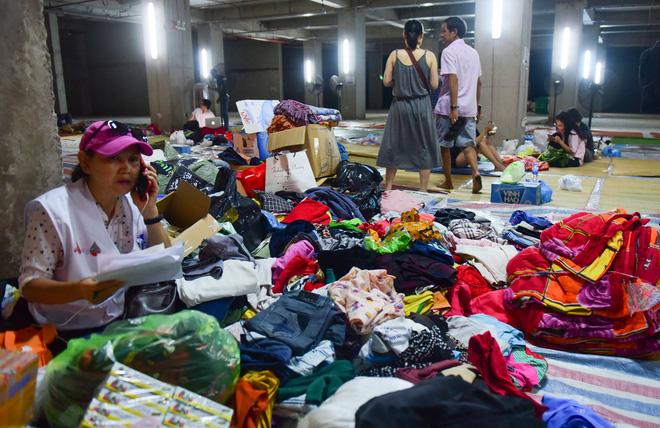 Sau vụ cháy kinh hoàng, cư dân chung cư Carina Plaza vạ vật