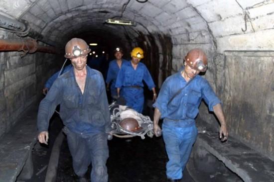 Trượt chân ngã trong hầm lò, 1 công nhân tử vong 1