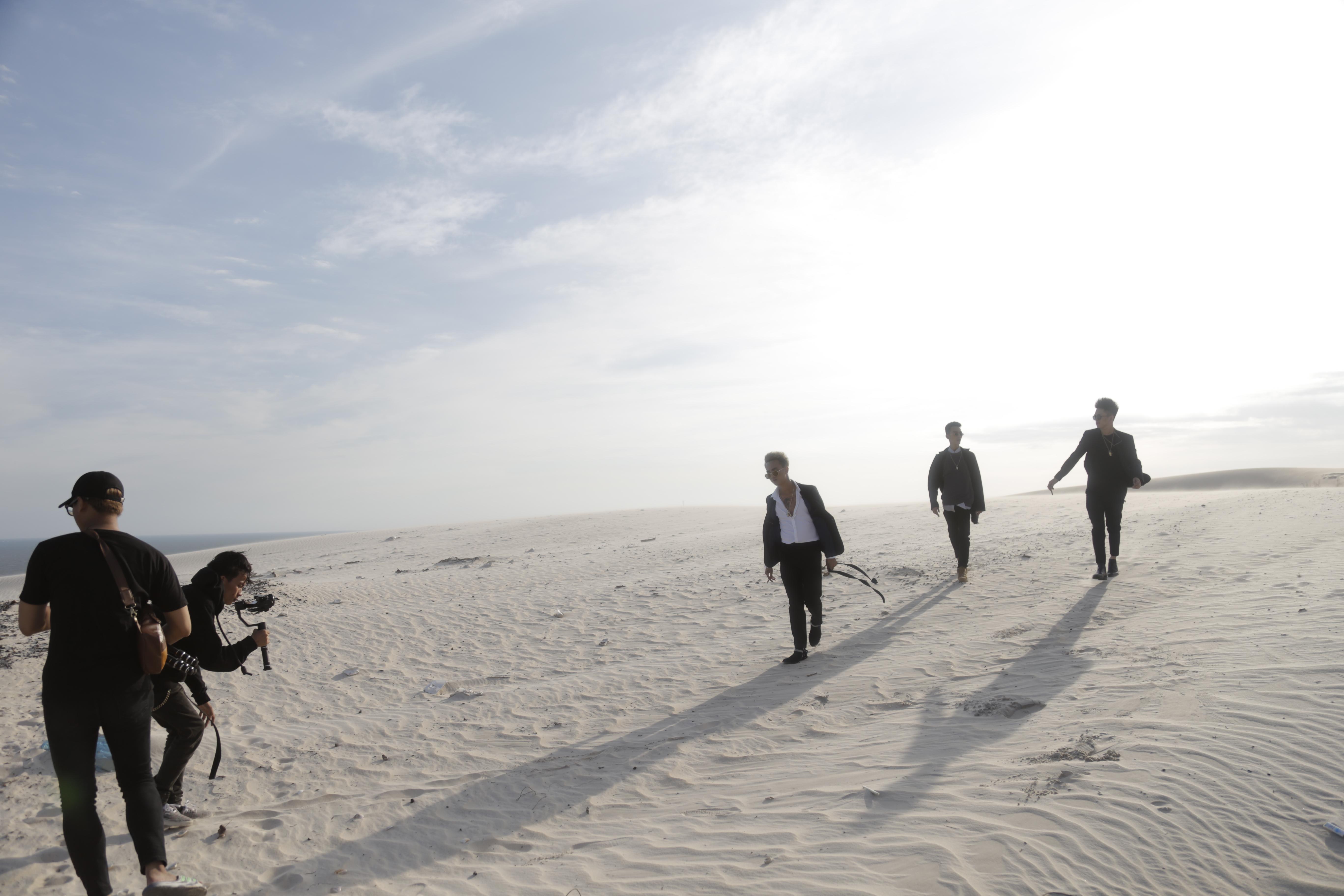 Hình ảnh Chủ nhân siêu phẩm 'Buồn của anh' ra mắt MV cực chất hứa hẹn tiếp tục gây sốt số 3