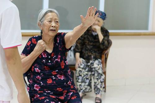 Cụ bà 86 tuổi nhất quyết đòi ly hôn chồng vì cả đời không một lần rửa bát 1