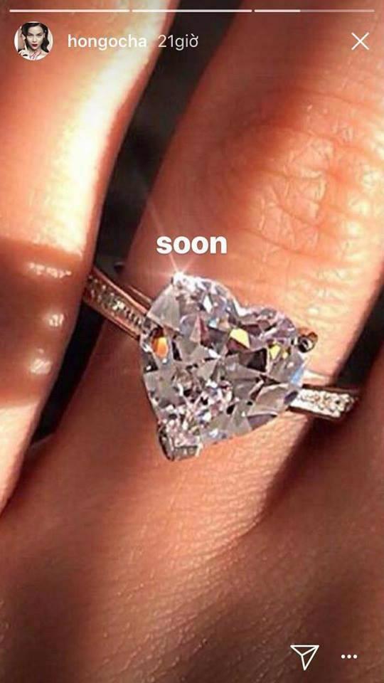 """Vợ Chu Đăng Khoa """"mỉa mai"""" Hà Hồ khoe nhẫn kim cương hàng 'chợ'? 1"""