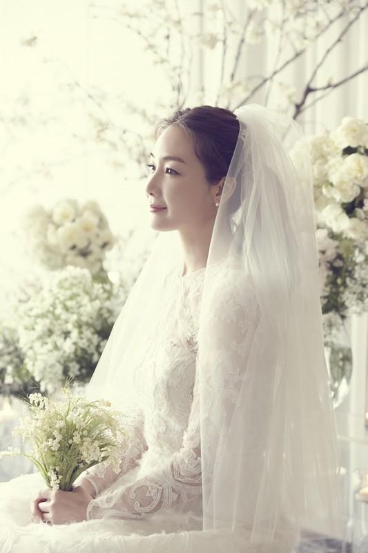 YG tung ảnh cưới hiếm hoi của đại mỹ nhân Choi Ji Woo: Cô dâu đẹp lộng lẫy, chú rể xuất hiện thoáng qua 2
