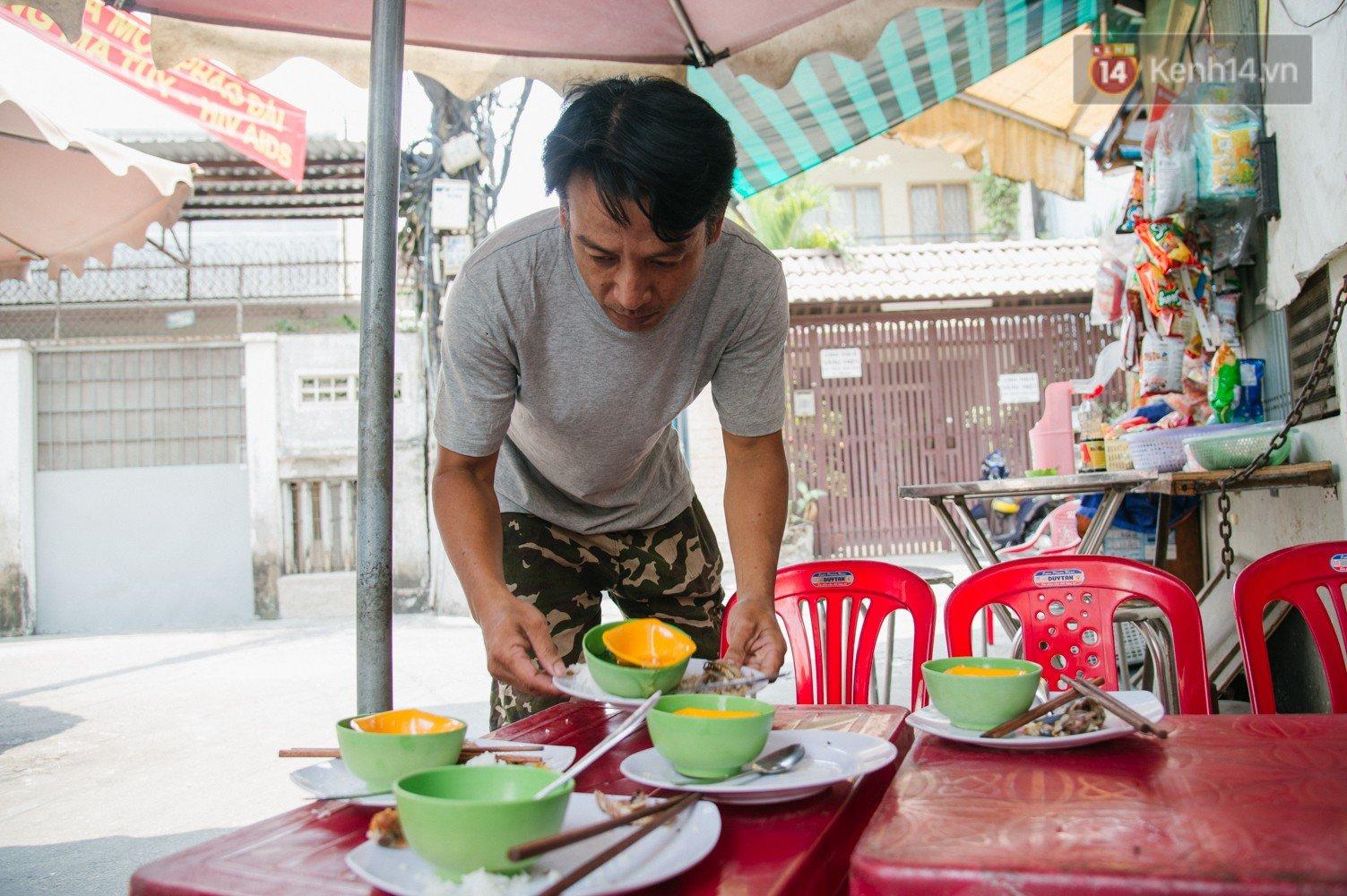 Cô bán cơm dễ thương hết sức ở Sài Gòn:
