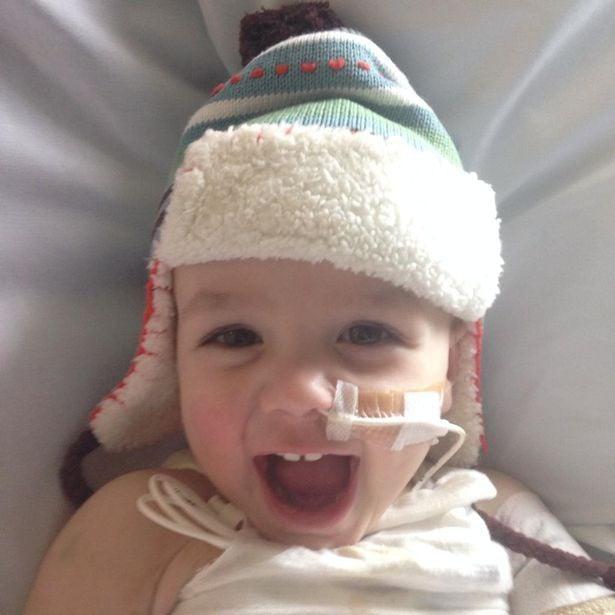 Cứ ngỡ con chỉ bị cảm lạnh, mẹ chết lặng khi bác sĩ yêu cầu cắt bỏ một chân của bé để bảo toàn mạng sống 3