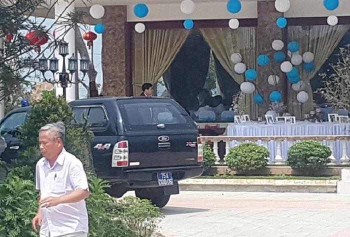 Cán bộ đi xe nói gì việc hàng chục xe biển xanh đến đám cưới? 1