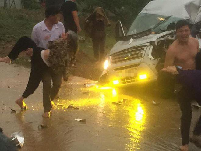 Sơn La: Xe tải đấu đầu xe khách trong cơn mưa khiến nhiều người bị thương - Ảnh 3.