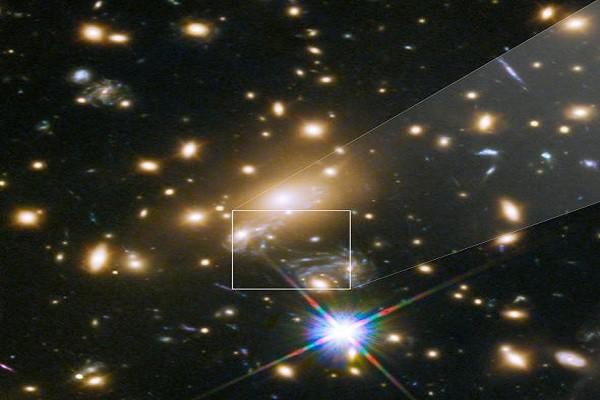 Phát hiện ngôi sao nóng gấp đôi Mặt trời nằm cách Trái đất 9 tỷ năm ánh sáng - Ảnh 1.