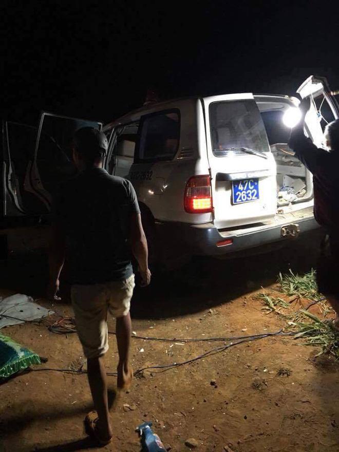 Tai nạn liên hoàn trong đêm, 2 người trên xe cứu thương tử vong tại chỗ - Ảnh 3.
