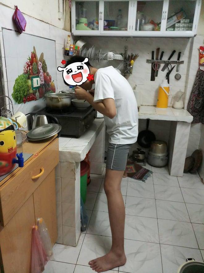 Nỗi khổ của chàng trai cao 1m82: Xoạc chân hết cỡ mới đứng vừa kệ bếp, mẹ chỉ ước con lùn đi 10cm 2