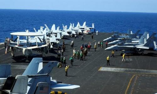 Nhóm tác chiến tàu sân bay Mỹ chạm mặt chiến hạm Trung Quốc trên Biển Đông 1