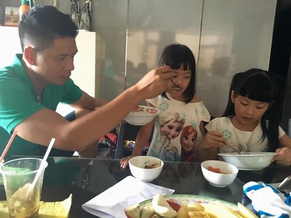 Sao nam Việt: Từng là soái ca 'sát gái' hô biến thành 'ông bố bỉm sữa' đảm đang 22