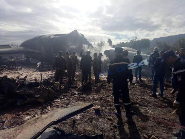 Hiện trường thảm khốc máy bay rơi khiến 257 người thiệt mạng 1