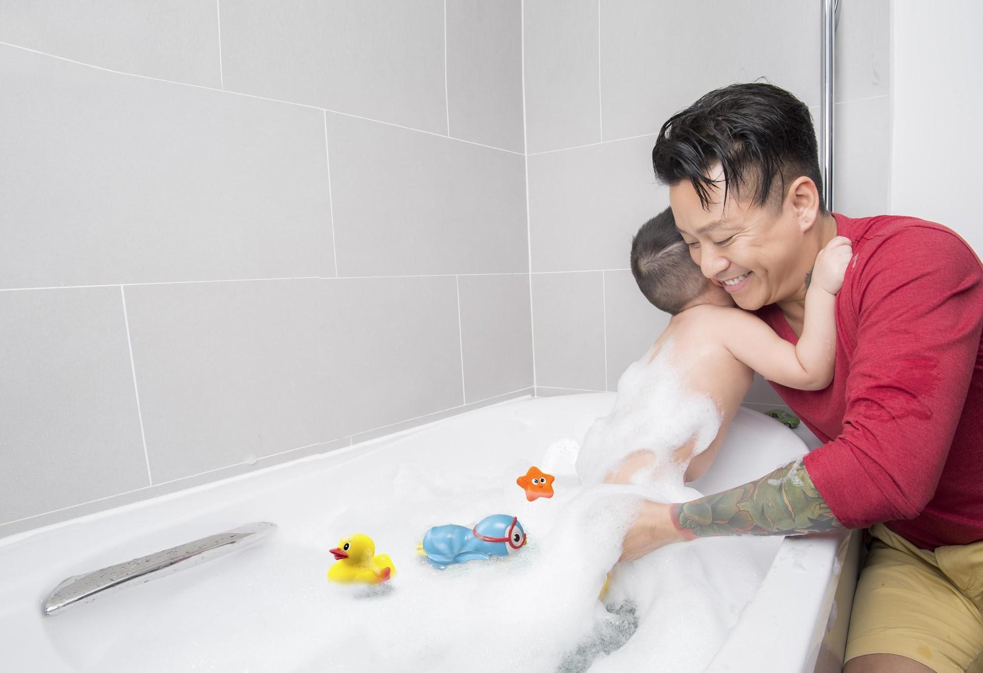 Sao nam Việt: Từng là soái ca 'sát gái' hô biến thành 'ông bố bỉm sữa' đảm đang 4