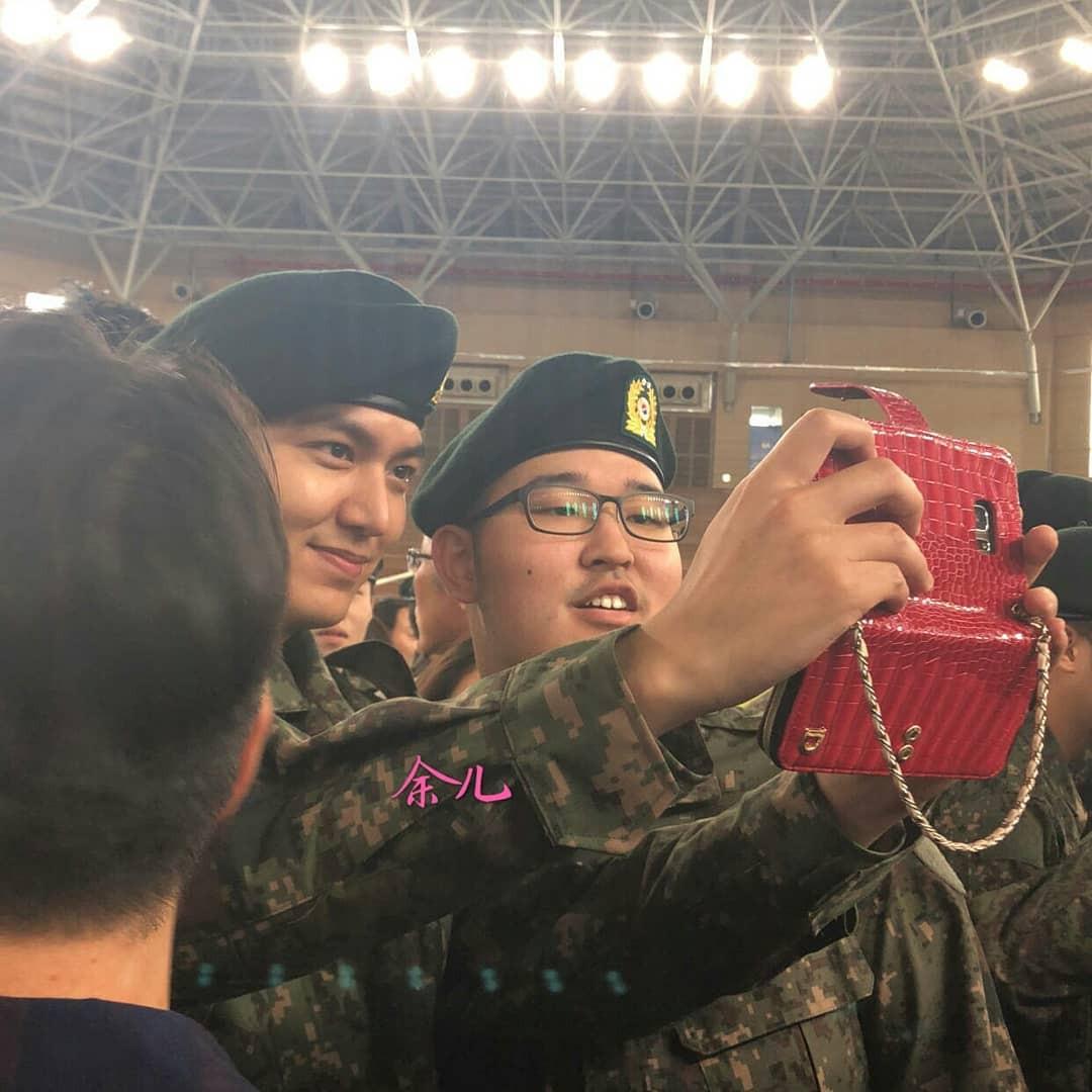 Tài tử Lee Min Ho béo phù cả mặt, nhưng vẫn điển trai với nhan sắc mộc 100\% trong quân ngũ 18