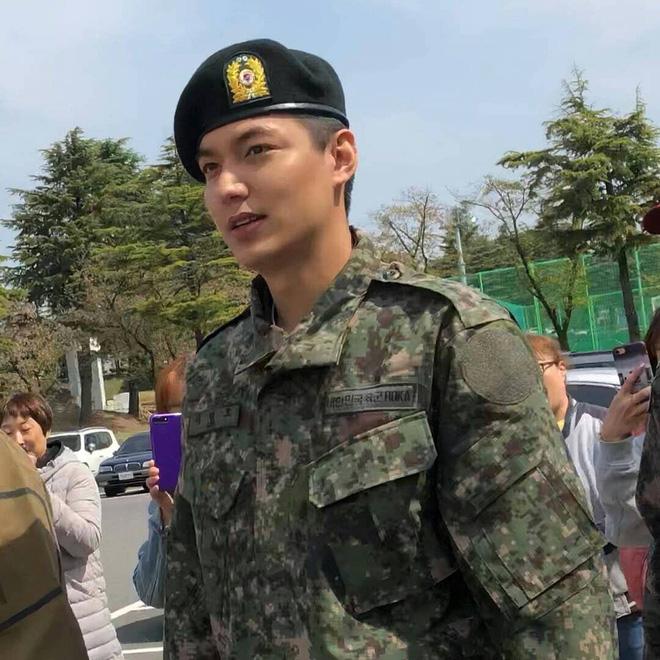 Tài tử Lee Min Ho béo phù cả mặt, nhưng vẫn điển trai với nhan sắc mộc 100\% trong quân ngũ 3