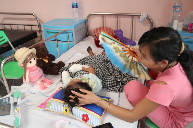 Sự thật về thông tin bé gái ở Lai Châu bị hoại tử chân tay do mắc bệnh Than hiếm gặp - Ảnh 1.