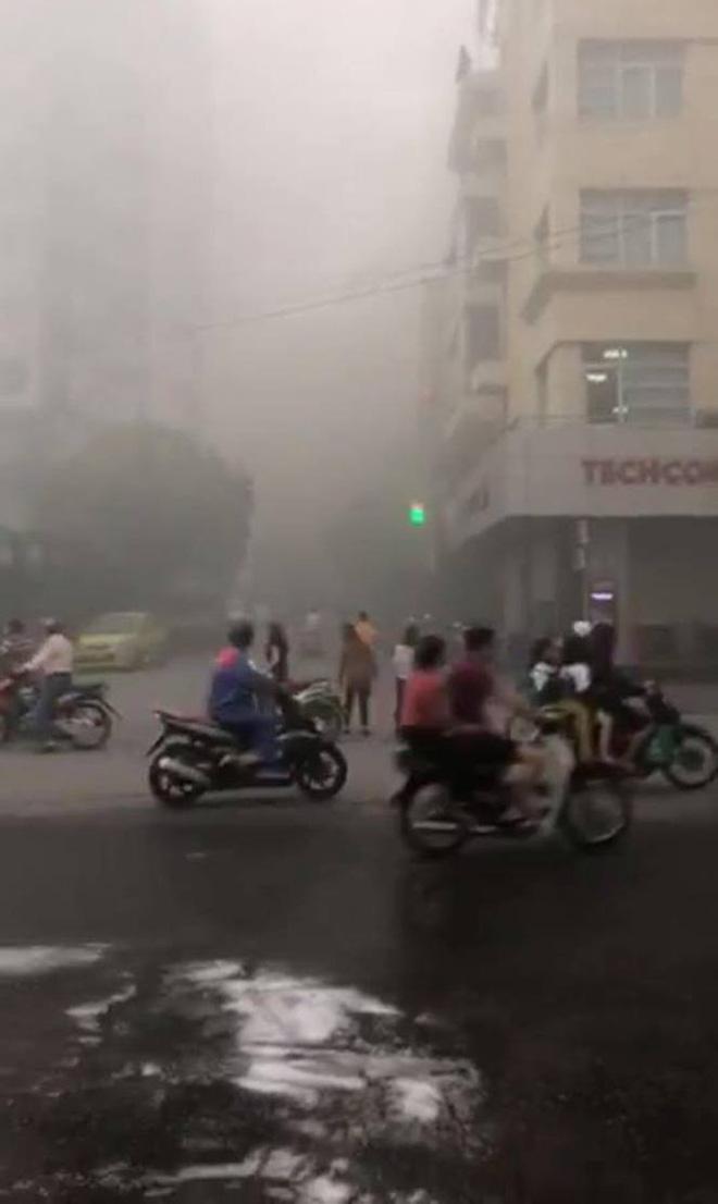 Cháy lớn tại quán bia lớn ở Hải Phòng, cột khói đen bốc cao hàng chục mét 4