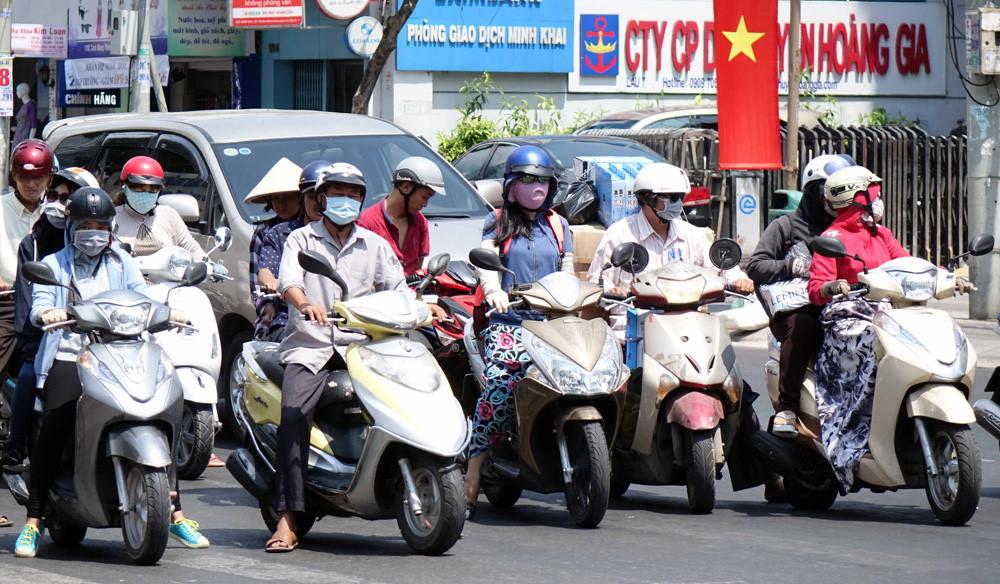 Sài Gòn bước vào đợt nắng nóng kinh hoàng, người dân