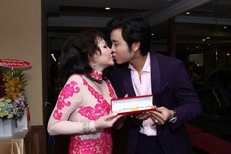 Hình ảnh Những món quà cực khủng Vũ Hoàng Việt được Yvonne Thúy Hoàng tặng trước khi chia tay số 4