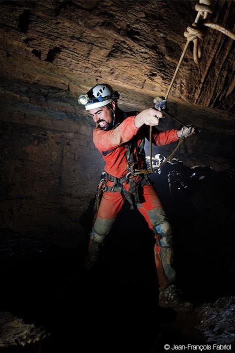 Vào hang động dài nhất châu Á, phát hiện nhiều sinh vật kỳ dị và cảnh tượng kỳ ảo 2
