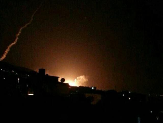 Phòng không Syria bắn hạ ít nhất một tên lửa Mỹ tại thủ đô Damascus  1