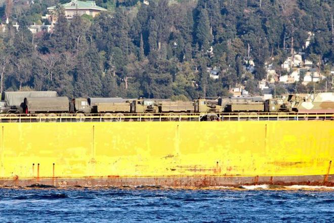 Rò rỉ ảnh tàu Nga đưa khí tài hiếm thấy và nhạy cảm tới Syria trong tình hình nóng - Ảnh 4.