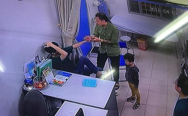 Người nhà bệnh nhân đấm liên tiếp vào mặt bác sĩ Bệnh viện Xanh Pôn trong đêm 1