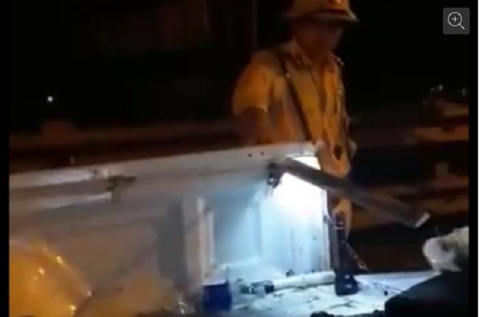 Hình ảnh Thông tin mới nhất vụ Trung tá CSGT rọi đèn pin, vung tay về phía người dân số 1
