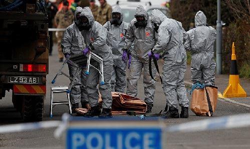 Hình ảnh Cựu điệp viên Nga thoát chết nhờ mưa rửa trôi bớt chất độc trên nắm cửa số 1