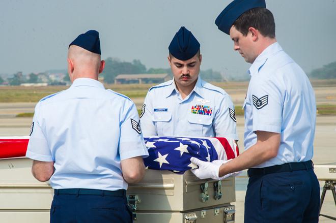 Việt Nam bàn giao 3 bộ hài cốt lính Mỹ mất tích trong chiến tranh về nước 1