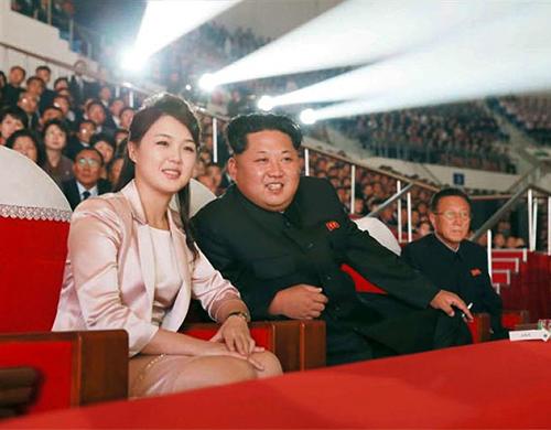 Hình ảnh Truyền thông Triều Tiên lần đầu gọi vợ Kim Jong-un là Đệ nhất phu nhân số 1