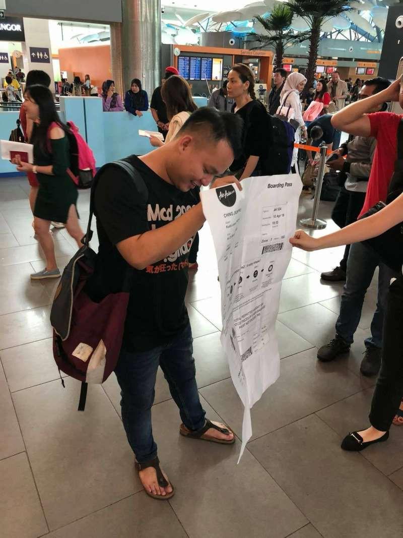 Du lịch tới Việt Nam, chàng trai trẻ người Malaysia bị bạn thân chơi khăm một vố dở khóc dở cười - Ảnh 1.