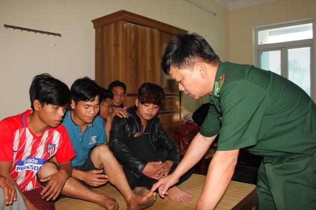 Hình ảnh Giải cứu 11 thanh niên bị đánh đập, trốn trong hầm vàng sâu 100m ở Quảng Nam số 1