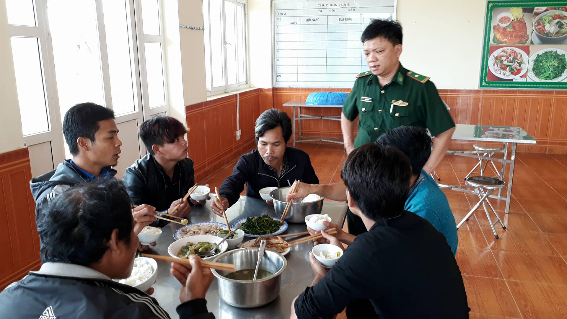 Hình ảnh Giải cứu 11 thanh niên bị đánh đập, trốn trong hầm vàng sâu 100m ở Quảng Nam số 3