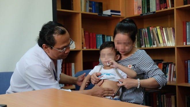 """TP.HCM: Bác sĩ BV Nhi Đồng 1 dùng kỹ thuật """"chưa thực hiện trong đời bao giờ"""" cứu lá lách bé trai 3 tuổi - Ảnh 3."""