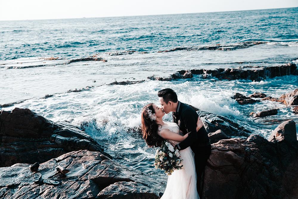 Ảnh cưới 'tình bể bình' của cặp đôi cứ hẹn hò là gặp trời mưa 1