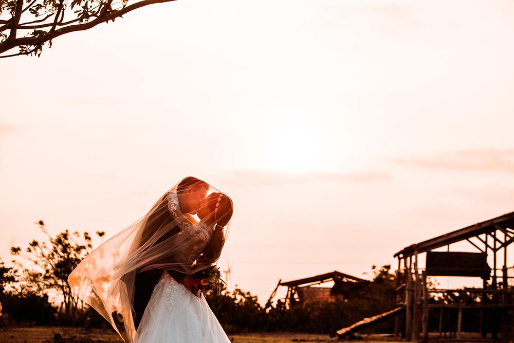 Ảnh cưới 'tình bể bình' của cặp đôi cứ hẹn hò là gặp trời mưa 10
