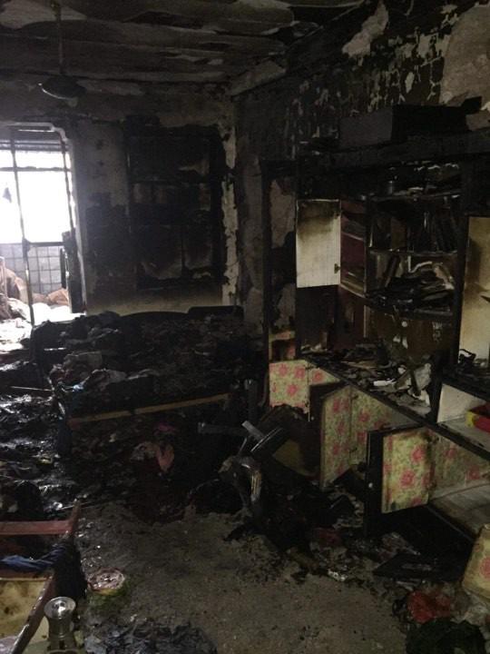 Dù phòng trọ bị cháy trụi do hỏa hoạn, nam sinh vẫn vui mừng vì đôi giày quý còn nguyên không sứt mẻ 1