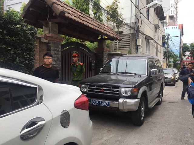 Nóng: Công an đang khám nhà 2 cựu Chủ tịch Đà Nẵng Trần Văn Minh, Văn Hữu Chiến 2