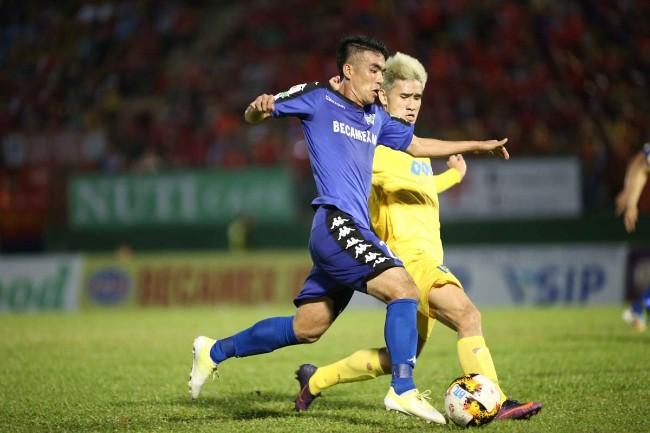 Lương Xuân Trường, Phan Văn Đức được vinh danh ở vòng 5 V.League 2018 4