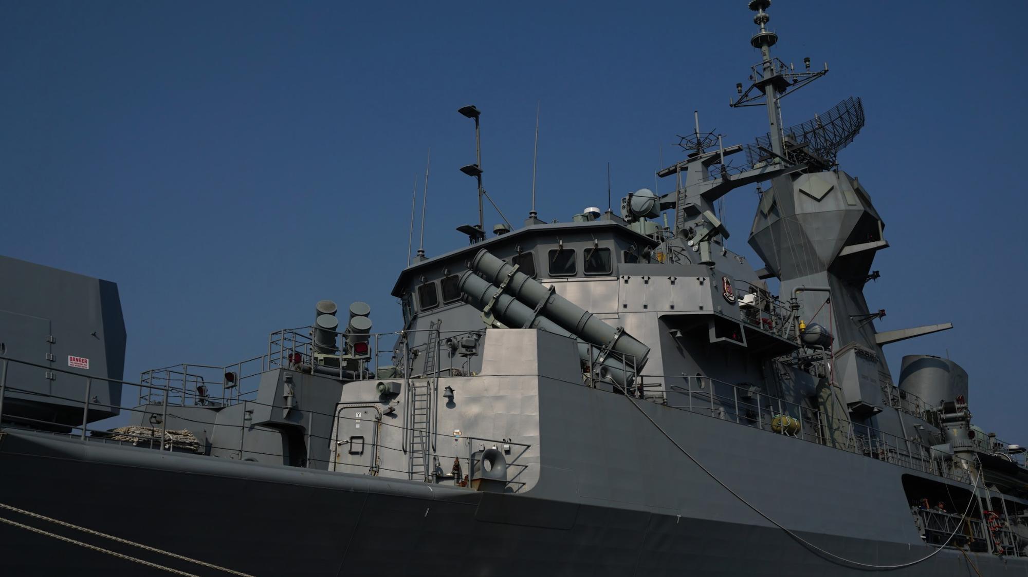 Cận cảnh 3 chiến hạm Hải quân Hoàng gia Australia cập cảng TP.HCM 3