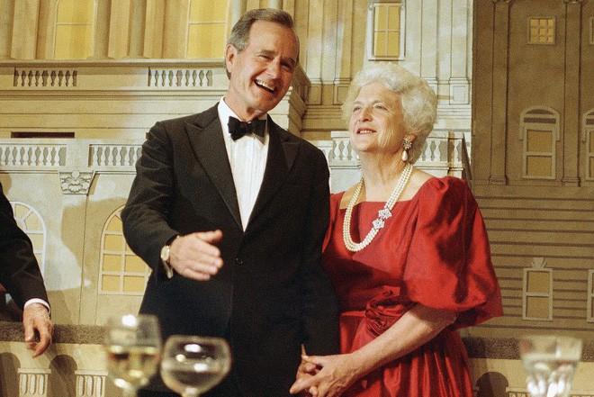 """Mối tình trong mơ 77 năm yêu trọn vẹn, thủy chung của vợ chồng cựu Tổng thống Mỹ George Bush """"cha"""" 1"""
