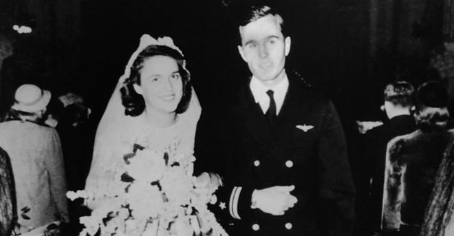 """Mối tình trong mơ 77 năm yêu trọn vẹn, thủy chung của vợ chồng cựu Tổng thống Mỹ George Bush """"cha"""" 2"""