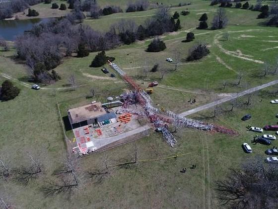Sập tháp truyền hình cao 600m tại Mỹ, nhiều người thương vong 2